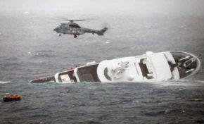 Διάσωση των επιβατών της θαλαμηγού που βυθίστηκε στα Ψαρά (on board camera)