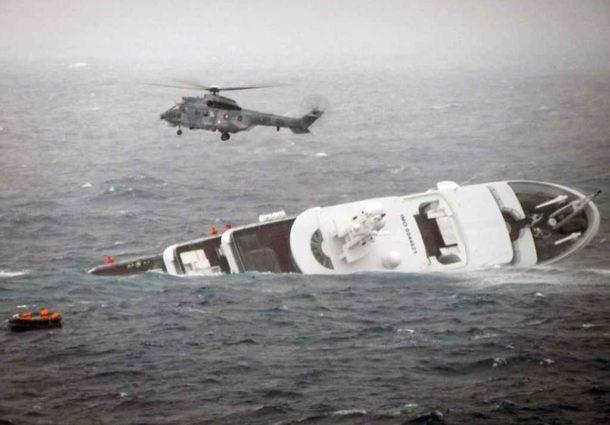 Διάσωση των επιβατών της θαλαμηγού που βυθίστηκε στα Ψαρά