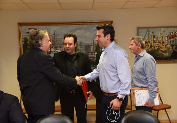 Ευρεία σύσκεψη με τους Υπουργούς Ναυτιλίας και Εργασίας για το ΤΑΛΣ
