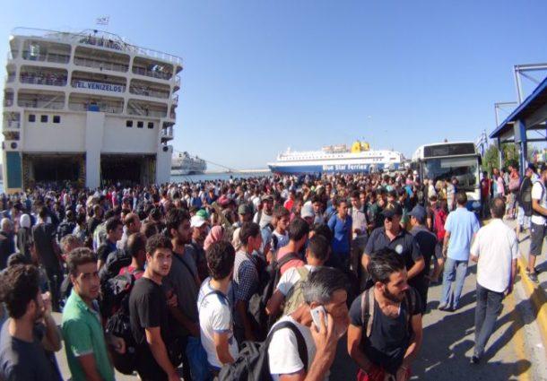 Έλεγχος από στελέχη Λ.Σ-ΕΛ.ΑΚΤ σε συνοδευτικά έγγραφα προσφύγων στο Λιμάνι του Πειραιά