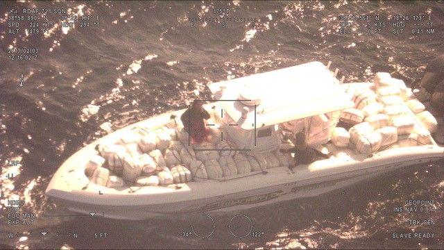 Εντυπωσιακή καταδίωξη σκάφους και κατάσχεση 2 τόνων κάνναβης (video)