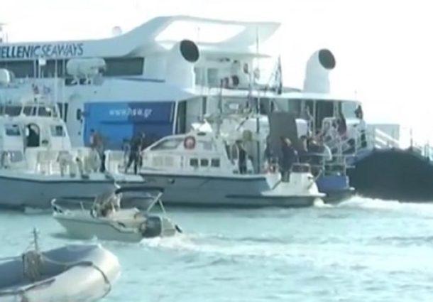 Ραφήνα: Καρέ-καρέ η μεταφορά των επιβατών του Flying Cat 4 από σκάφη του ΛΣ-ΕΛΑΚΤ