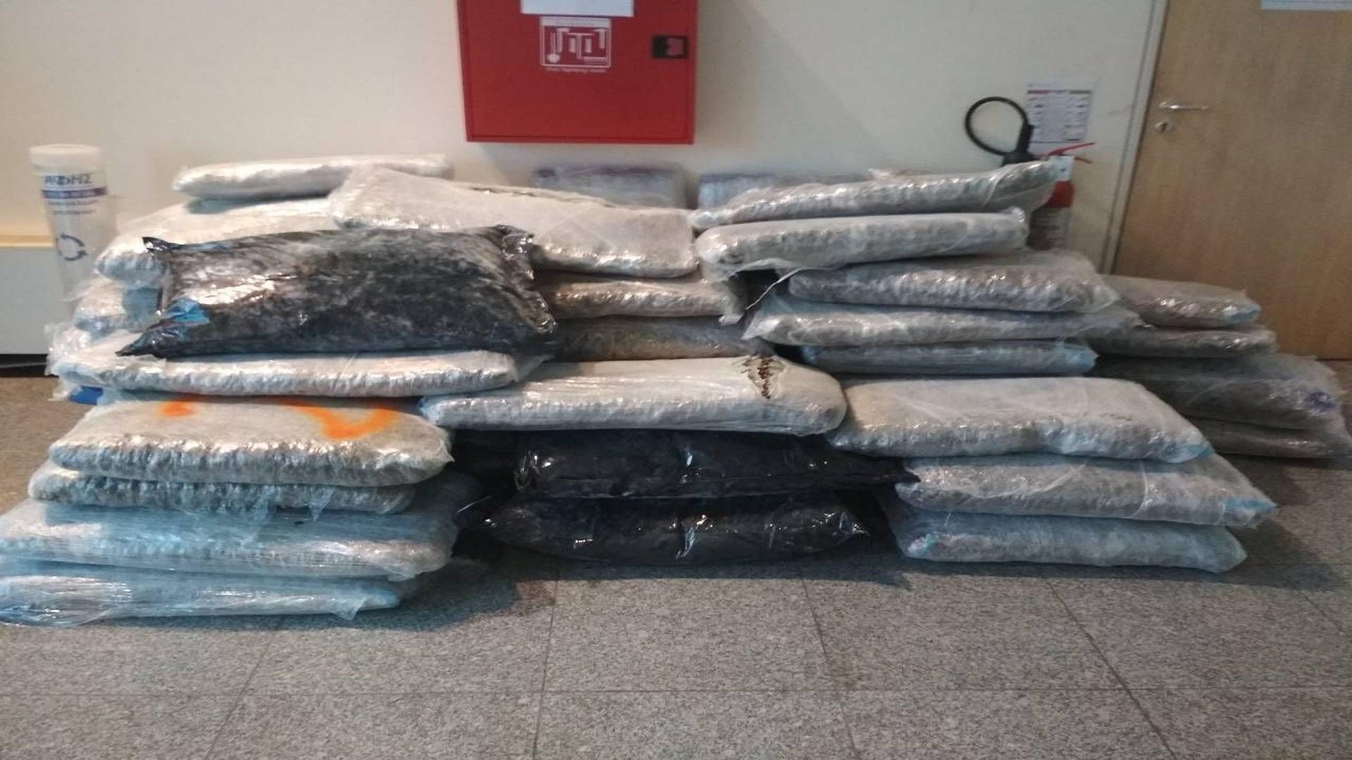 Συλλήψεις τριών ατόμων στην Πάτρα για αγορά-κατοχή -μεταφορά- αποθήκευση και απόπειρα εξαγωγής τετρακοσίων είκοσι κιλών ακατέργαστης κάνναβης