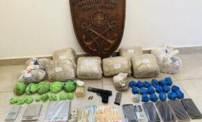 Video - Συλλήψεις για ναρκωτικά και παράβαση του νόμου περί όπλων στη Μύκονο