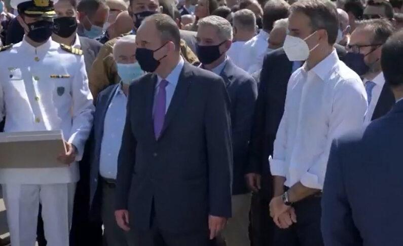 Ο Πρωθυπουργός Κυριάκος Μητσοτάκης, ο ΥΝΑΝΠ Γιάννης Πλακιωτάκης και ο Πρόεδρος της Π.Ο.Ε.Π.Λ.Σ. Παναγιώτης Τσιάνος κατά την επίδειξη της ΕΟΕ του ΚΕΑ/ΛΣ Πειραιά